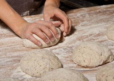 pipacs-budapest-bakery-halfbrown-4-seed-bread-making-13