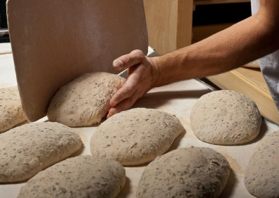 pipacs-budapest-bakery-halfbrown-4-seed-bread-making-30