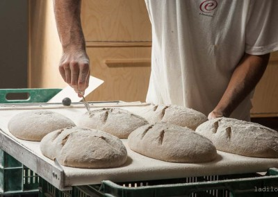 pipacs-budapest-bakery-rye-bread-making-36