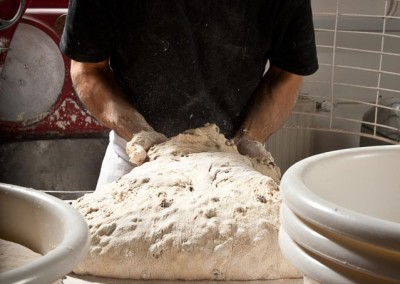 pipacs-budapest-bakery-halfbrown-raisin-bread-making-08