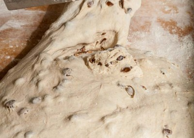 pipacs-budapest-bakery-halfbrown-raisin-bread-making-13